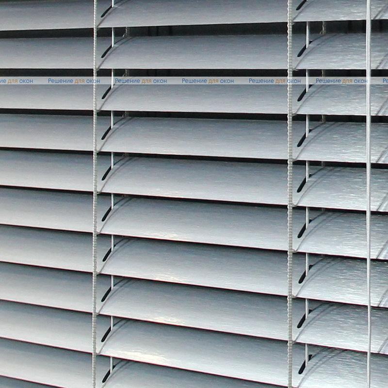 Жалюзи горизонтальные межрамные 25 мм, арт. 7505 Штрих серебро от производителя жалюзи и рулонных штор РДО
